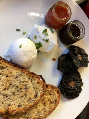 Two Good Eggs Cafe: photo2.jpg