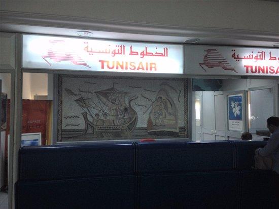 Comptoir tunisair a roport de djerba picture of tunisair - Agent de comptoir aeroport ...