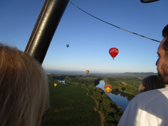 Vista Balloon Adventures: The crew, gawking at the beauty.