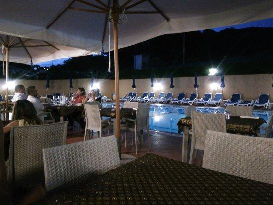 Magazzini, Italia: il locale attorno alla piscina