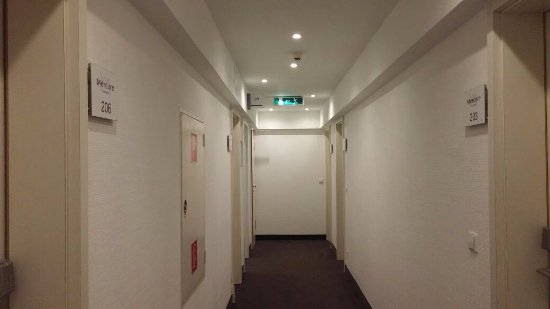 Mercure Hotel Frankfurt City Messe: Hallway outside the room
