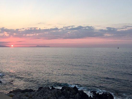 Ideon Hotel: Beautiful sunsets here x