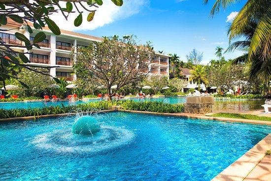 Sakhu, Thailandia: Вид на один из бассейнов отеля