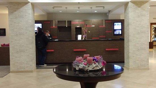 โรงแรม แมร์คูเรอ วีนเวสท์บานโฮฟ: Reception's desk