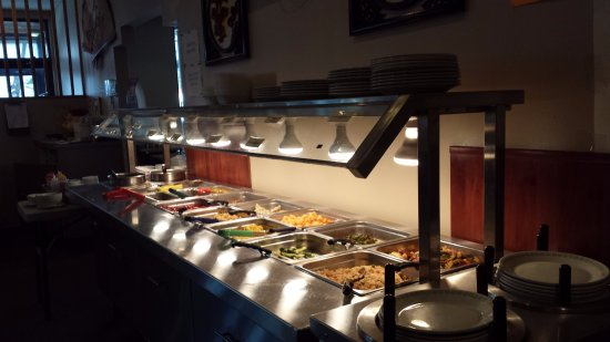 Port Coquitlam, Canadá: Hot buffet table at Sky Dragon restaurant.