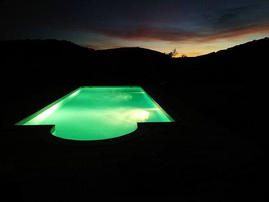 Brengues, France: piscine lord d'une baignade nocturne