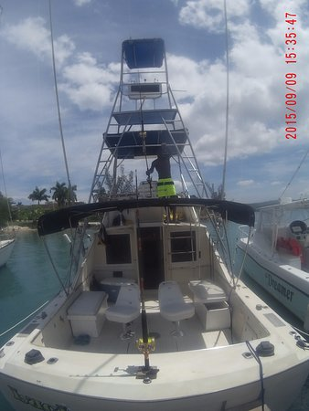 Deep Drop Fishing Charters : Our Sport Fish boat.