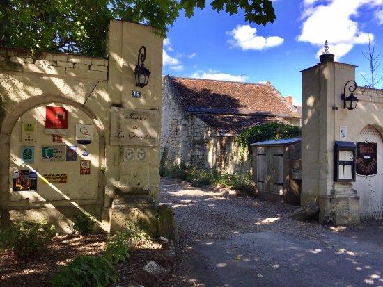 Beaumont-en-Veron, France: Logis Manoir de la Giraudiere