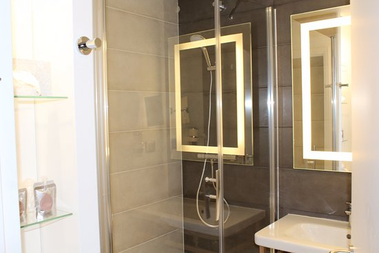 Saint-Witz, Francia: salle de bain