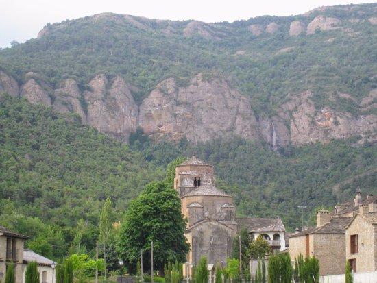 Santa Cruz De La Seros, Spain: Sta. María - Vista desde San Caprasio