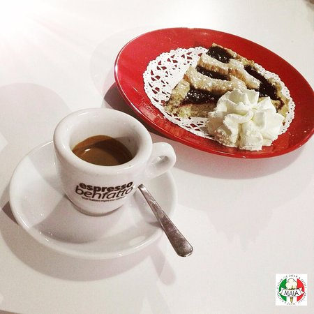 Rugby, UK: Italian Breakfast: Espresso and Crostata!