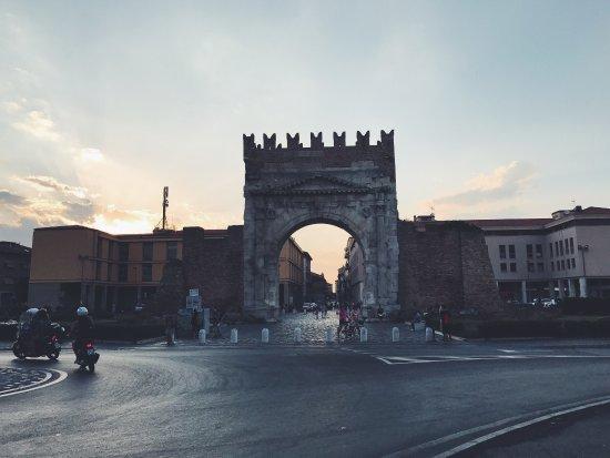 Arco d'Augusto: photo1.jpg
