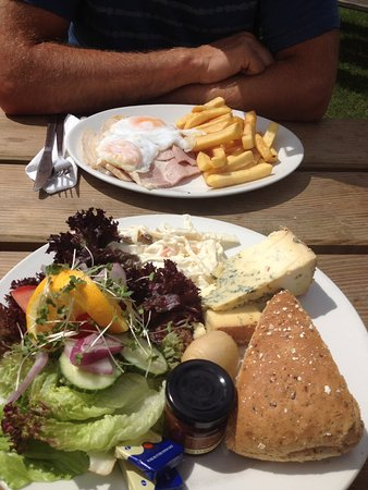 Widecombe in the Moor, UK: Ham & eggs, and a Ploughman's.
