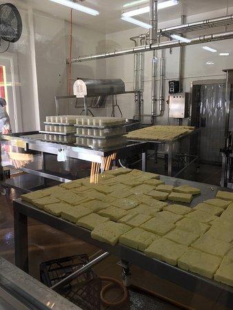 Cheesecake Factory SWOT Analysis / Matrix