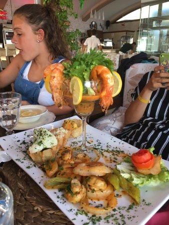 Belcehan Beach Deluxe Cafe Bistro: photo0.jpg