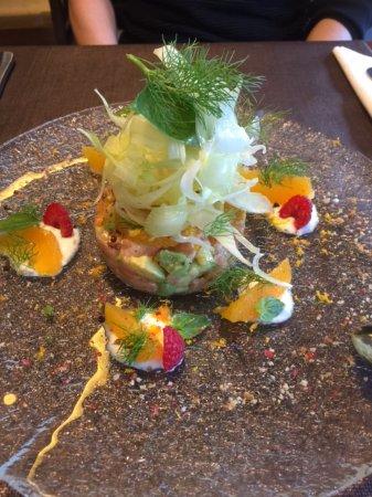 Schonried, Suiza: Lachstartar mit Fenchelsalat