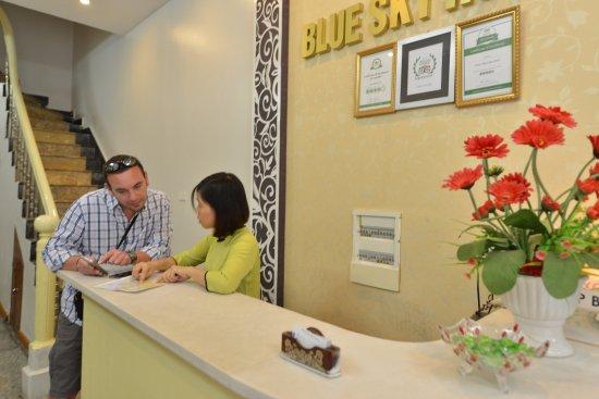 Hanoi Blue Sky Hotel: Sảnh, quầy lễ tân !