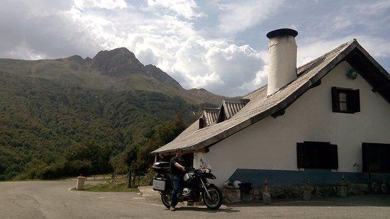 Isaba, España: La venta, sitio ideal para ir en moto :-D