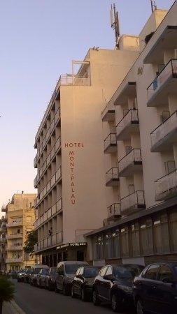 Hotel Mont-Palau: 3*** i obdrapane oraz brudne ściany widok z zewnątrz