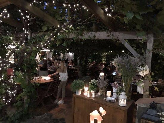 Casa Blava: Entrada de la terraza del restaurante