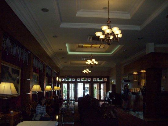 Enfield, Irland: Lobby