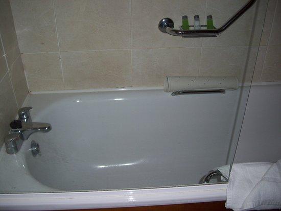 Enfield, Ierland: Dusche in der Wanne