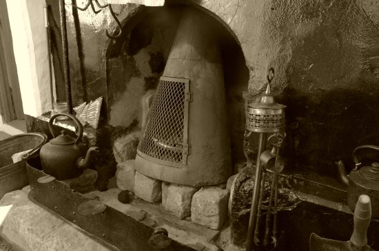 Annalong, UK: Old fireplace in the cottage