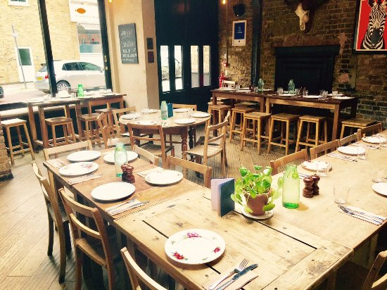 The Alice House Queen's Park : We do feasting roasts & private dining!
