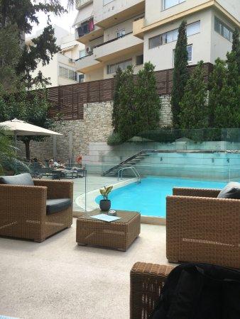 Fantastic pool & great food