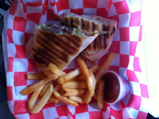 Crawfordville, Flórida: Tasty J's Cheeseburger Wrap!