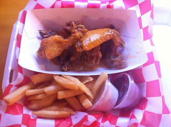 Crawfordville, FL: Tasty J's Mild Wings & Fries!