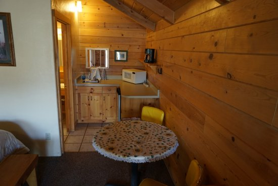 Cowboy Homestead Cabins: Kitchenette