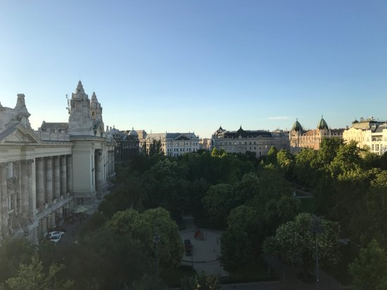 IBEROSTAR Grand Hotel Budapest: View from room 502 as the sun sets