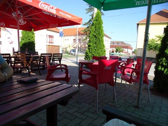 Mezőkövesd, Magyarország: terasz