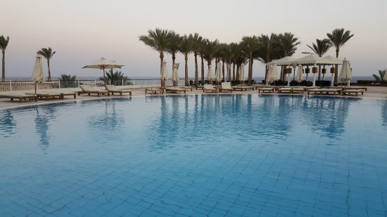 Reef Oasis Beach Resort : highest level pool near colombo bar , with marvelous view of the red sea