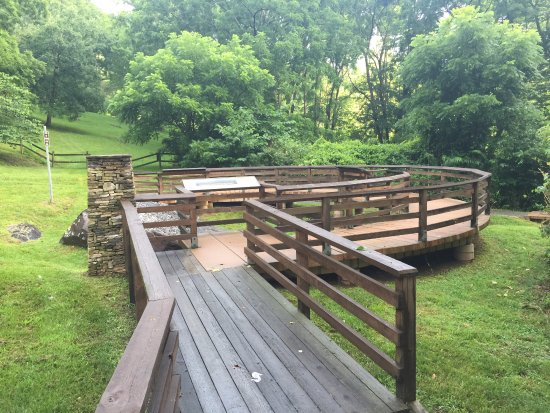 Cullowhee, NC: Viewing deck to see rock