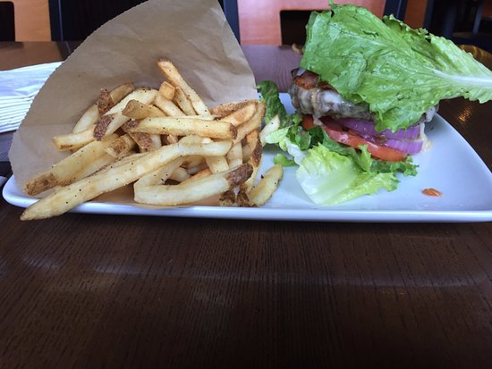 Tinley Park, IL: Gluten free burger and fries
