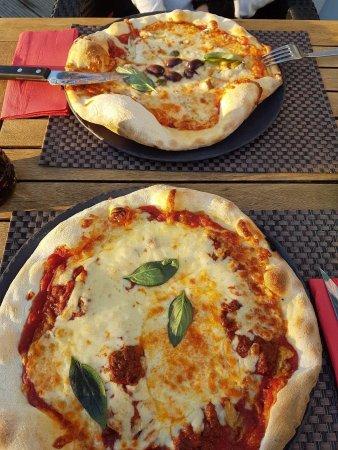 La Mama : Pizzas bolognese et Napoli
