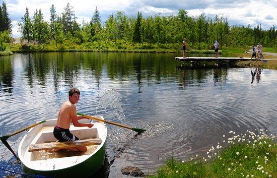 Al, Norwegia: 200 meter fra hyttene ligger badedammen
