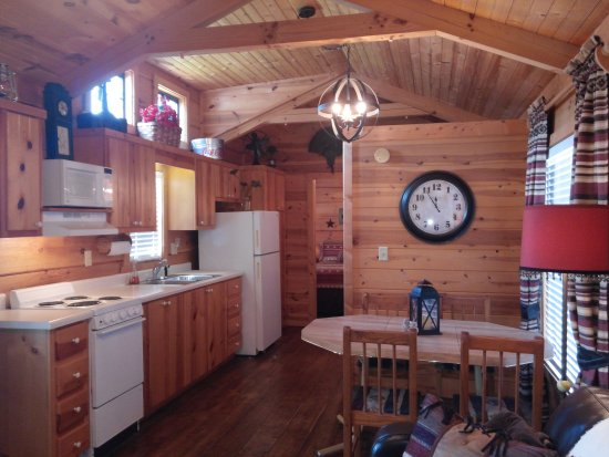 Lake Placid, FL: We just got a cabin at the Marina and love it! Great clean Marina and rv park.