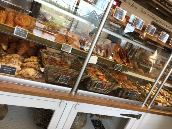 Stoneham-et-Tewkesbury, Canada: An amazing selection of homemade pastries, desserts, sandwiches, cheese, bread...