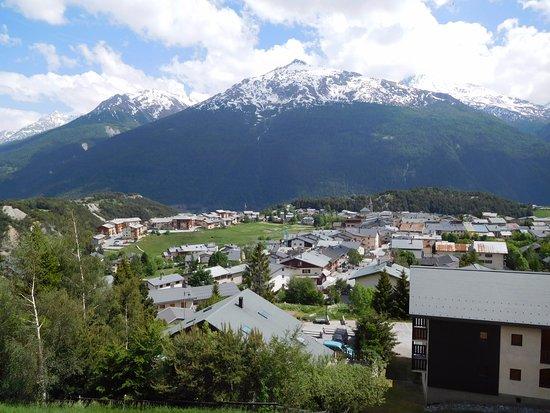 Aussois, Frankrijk: la montagne et le village vus du balcon
