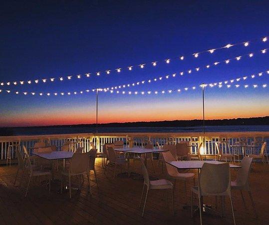 Ocean Isle Beach, Karolina Północna: Sunset views are endless from our Tiki Deck