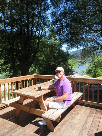 Agness, OR: Lunch at Cougar Lane Lodge