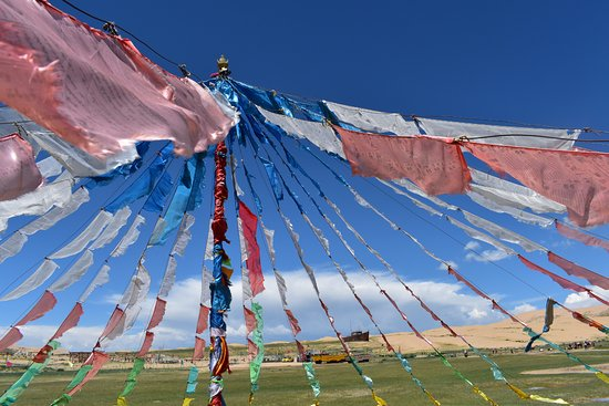 Синин, Китай: Tibetan prayer flags
