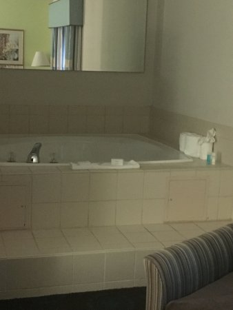 Front Royal, VA: Room 18's In-room Jacuzzi