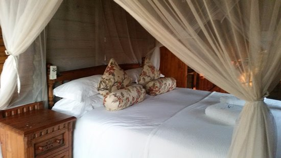 Utshwayelo Lodge: En suite Rustic Chalet KIng bed