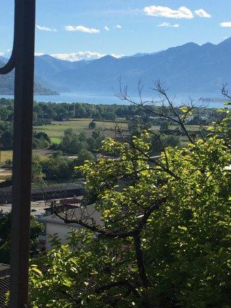 Riazzino, Suiza: Vista spettacolare sul lago maggiore 😊cucina genuina,formaggini della zona ,pizzoccheri è un fa