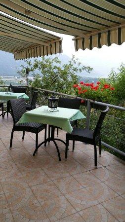 Riazzino, Schweiz: Vista spettacolare sul lago maggiore 😊cucina genuina,formaggini della zona ,pizzoccheri è un fa