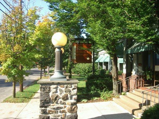 East Aurora, NY: Roycroft Inn